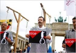 Protest przeciwko niedawnej egzekucji 20 Kurdów w Iranie. (zdjęcie: REUTERS)