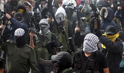 Terroryści z Brygady Męczenników Al-Aksa Fatahu (Flash 90)