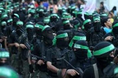 """Autonomia Palestyńska twierdzi, że Hamas i inne palestyńskie grupy terrorystyczne wyrzekły się terroru i zaakceptowały prawo Izraela do istnienia. Hamas i palestyńskie frakcje mówią jednak, że nie jest to prawdą i że pozostają oddane """"wszystkim formom oporu"""" wobec Izraela, włącznie z """"walką zbrojną"""". Na zdjęciu: członkowie Hamasu w Strefie Gazy. (Zdjęcie: Middle East Monitor)"""