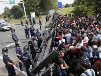 """Uchodźcy na Węgrzech""""Hey, Zsombor. Widziałeś kiedyś ten odcinek 'Żywych trupów'?"""""""