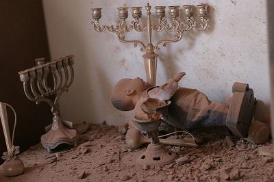 Hamas i tysiące Palestyńczyków, którzy skandują slogany poparcia dla Hamasu i mózgu gazańskich terrorystów, Mohammeda Deifa, mają na myśli rozwiązanie: unicestwienie Izraela i śmierć Żydów – im więcej, tym lepiej. Na zdjęciu: Mieszkanie w Sderot, w które uderzyła rakieta palestyńskich terrorystów (Źródło: Wikipedia)