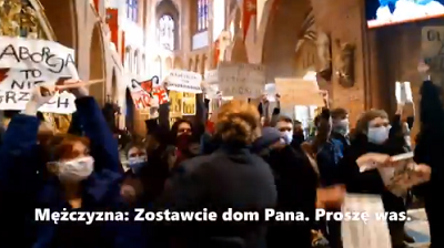 Kobiety protestujące w poznańskiej katedrze, 25 października 2020 (wideo, zrzut z ekranu)