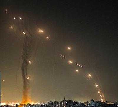 Rakiety odpalane z Gazy. Między 10 a 20 maja terroryściu Hamasu i Islamskiego Dżihadu wystrzelili w kierunku izraelskich miast ponad cztery tysiące rakiet. (Część spadała na mieszkańców Gazy.)