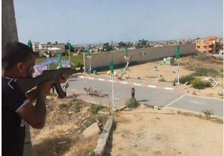 Ćwiczenia z karabinami (Facebook.com/Gazacamps2014, 21 czerwca 2014)