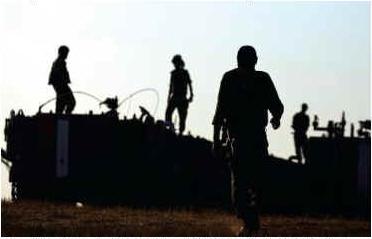 Gotowi do akcji: żołnierze armii izraelskiej przed południową Strefą Gazy, 6 lipca, zdjęcie: AMIR COHEN – REUTERS