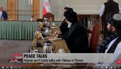Założenie, że Iran i Taliban nie są sojusznikami, ponieważ jedni są szyitami, a drudzy sunnitami, jest tragicznie błędne. W przeszłości irański reżim ukrywał kontakty z talibami; ale już tego nie robi. Irański reżim ochoczo buduje sojusze z każdym rządem lub grupą terrorystyczną, która podziela nienawiść Teheranu do Arabii Saudyjskiej, krajów Zatoki, Izraela lub USA. Na zdjęciu: rządowe spotkanie talibow w Teheranie w styczniu 2021, (zrzut z ekranu wideo)