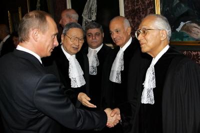 Al-Arabi, as Judge of the UN International Court of Justice, welcomes Vladimir Putin