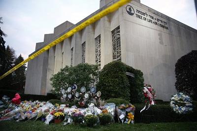 Synagoga Tree of Life, po zamachu 29 października 2018, w którym zginęło 11 osób.