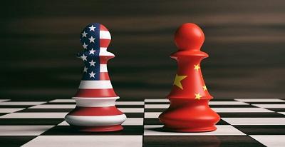 Jest złą polityką, łagodnie mówiąc, rozpoczynać równocześnie walkę z Chinami i Rosją, dwoma rywalizującymi mocarstwami, które są bardzo podejrzliwe wzajem wobec siebie.