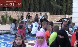 Kazachscy wojownicy dżihadu i ich dzieci. <br />Region Aleppo region, październik 2013.