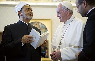 Papież Franciszek i Ahmed Mohamed Ahmed al-Tayeb, Wielki Imamem al-Azhar (odpowiednika sunnickiego Watykanu).