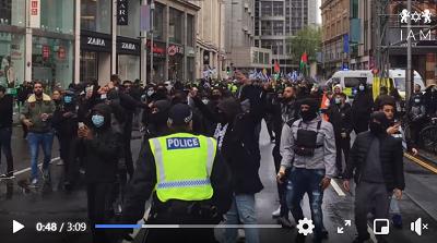 <span>Gangi w Londynie wzywające do zabijania Żydów i gwałcenia ich córek. (Zrzut z ekranu wideo</span>https://www.facebook.com/israeladvocacymovement/photos/a.890686291015715/4084127245004921/<span>)</span>