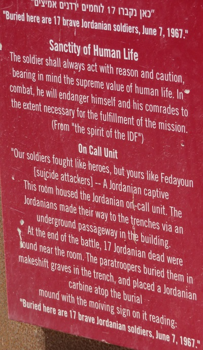 Płyta na Ammunition Hill w Jerozolimie, miejscu decydującej bitwy podczas Wojny Sześciodniowej 1967 roku.