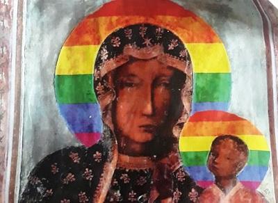 Naklejki z Matką Boską w tęczowej aureoli, które obraziły uczucia religinje tak wielu, ale sąd w Płocku uznał, że nie miały powodu ich obrażać, co bardzo oburzyło biskupów.