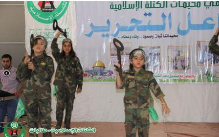 Dziewczynki trzymające klucze – symbol Prawa Powrotu (Kotla.ps, 21 czerwca 2014)