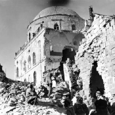 Widok Dzielnicy Żydowskiej (Starego Miasta) w Jerozolimie po jej zdobyciu przez Legion Arabski w 1948 roku.