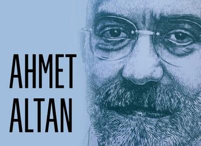 """Znany turecki dziennikarz Ahmet Altan został w ubiegłym miesiącu zwolniony z więzienia. Pięć lat temu został bezpodstawnie aresztowany i był przetrzymywany od 2016 roku pod zarzutem, iż w programie telewizyjnym szerzył """"podprogowe przekazy"""" związane z próbą zamachu stanu, jak również za pisanie artykułów krytycznych wobec rządu. (Zdjęcie: Wikipedia)"""