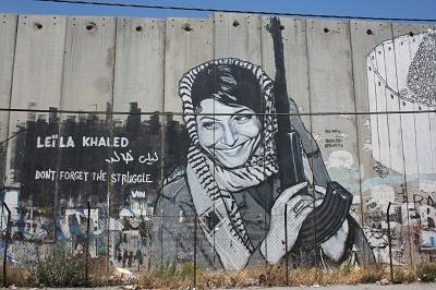 Graffiti na barierze chroniącej przed palestyńskimi terrorystami.