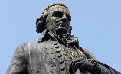 Pomnik Adama Smitha w Edynburgu.