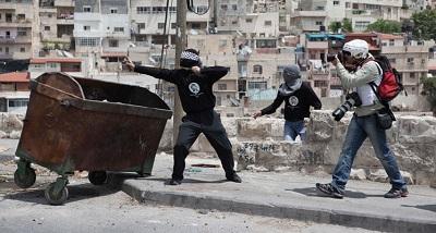 Fotoreporter robi zdjęcia protestującym Palestyńczykom podczas demonstracji we wschodniej Jerozolimie. 13 maja 2011 r. Zdjęcie: Ruben Salvadori/Flash 90
