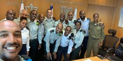Szef sztabu IDF generał broni Aviv Kochavi spotyka się z etiopsko-izraelskimi oficerami28 lipca 2019. (Zdejęcie otrzymane z biura generała Kochavi)
