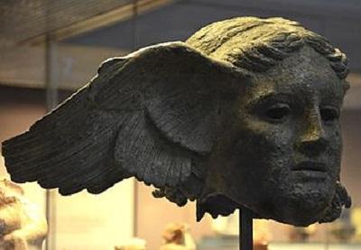 <span>Hypnos. Rzymska kopia starożytnego greckiego posągu boga snu i ułudy znalezionego w Civitella d'Arna niedaleko Perugii w środkowych Włoszech. (Wikipedia)</span>