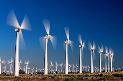 U nas w gminie też mamy farmę wiatrową, a ponieważ wiatry mamy słabe, więc chcemy wykorzystać również energię odnawialną naszej siłowni, która może dostarczyć znacznej ilości prądu.