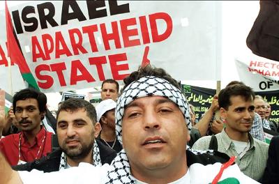 Antyizraelska demonstracja podczas Światowej Konferencji przeciw rasizmowi w Durban w 2001 roku(Zdjęcie: MIKE HUTCHINGS / REUTERS)