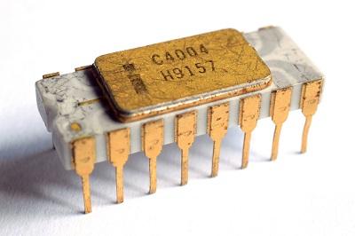 Intel 4004 był pierwszym mikroprocesorem na świecie, stworzonym w 1971 roku
