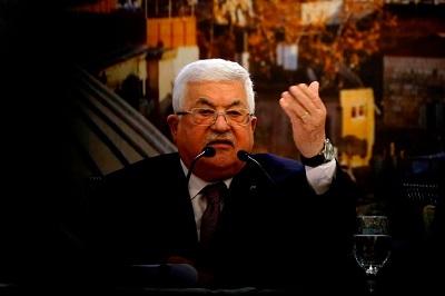 """Zamiast przyjąć plan pokojowy prezydenta Donalda Trumpa, zaprojektowany do dania Palestyńczykom dobrej przyszłości, prezydent Autonomii Palestyńskiej, Mahmoud Abbas odrzucił i potępił go jako """"umowę hańby"""" i """"policzek stulecia"""". Na zdjęciu:Abbas wygłaszający potępienieplanu pokojowego w Ramallah 28 stycznia 2020 roku. (Zdjęcie: Abbas Momani/AFP via Getty Images)"""